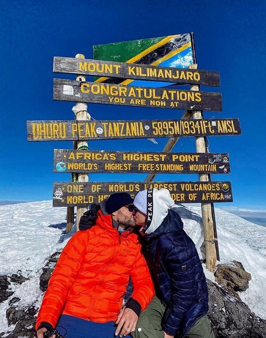 S manželem zdolali horu Kilimandžáro.