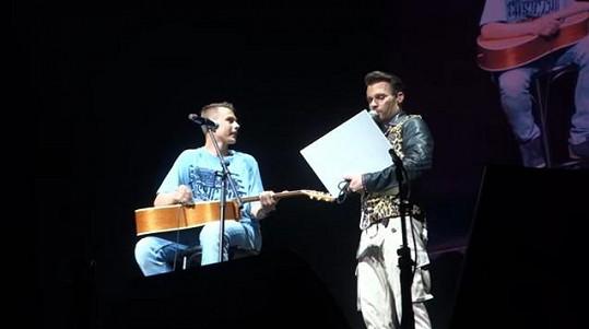 Laci zpíval i na koncertě Leoše Mareše.