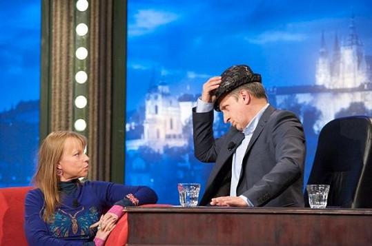Jan Kraus si vyzkoušel Kořínkové klobouk.