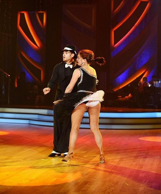 Dana Morávková dokonce ve víru vášnivého tance ukázala i kalhotky.