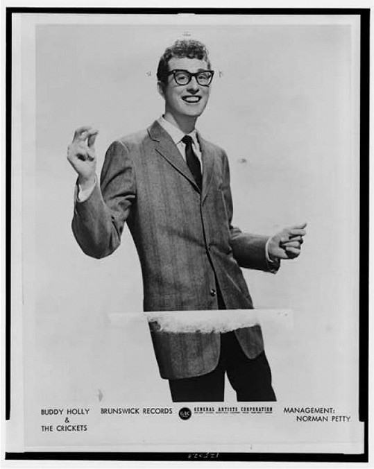 Buddy Holly zahynul spolu s dalšími dvěma kolegy Ritchiem Valensem a J. P. Richardsonem a pilotem Rogerem Petersonem 3. února 1959 v Iowě.