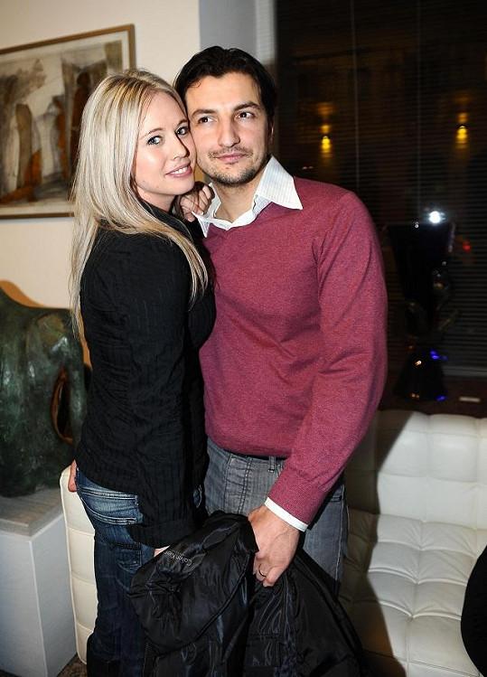 Po dlouhé době se ve společnosti objevila herečka Eva Ujfaluši s manželem.