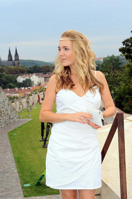Lucie si už potřetí oblékla svatební šaty.