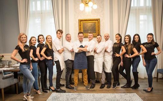V Hotelu Lomnica si pro dívky připravil několik úkolů šéfkuchař Gabo Kocák, který má za sebou mnohaleté působení v restauracích oceněných Michelinskými hvězdami v Bruselu, Rakousku či Holandsku a mezi celebritami, které jeho speciality ochutnaly, jsou i Cameron Diaz či Tom Cruise.