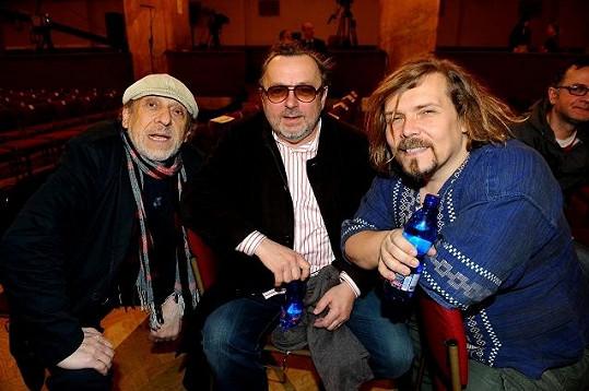Petr Vachler s muzikanty Michalem Pavlíčkem a Jiřím Stivínem na generálce.