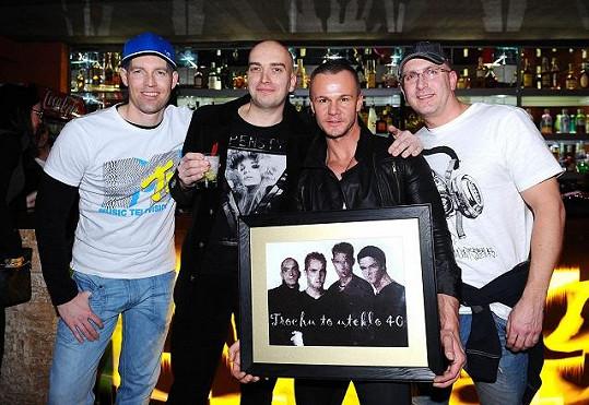 Polák před lety zaujal s kapelou A-Tak a kluci se na jeho narozeninách zase sešli.