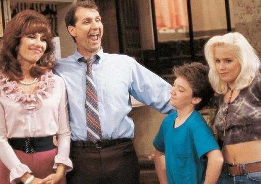 Role Kelly Bundové Christinu Applegateovou (vpravo) proslavila asi nejvíce.