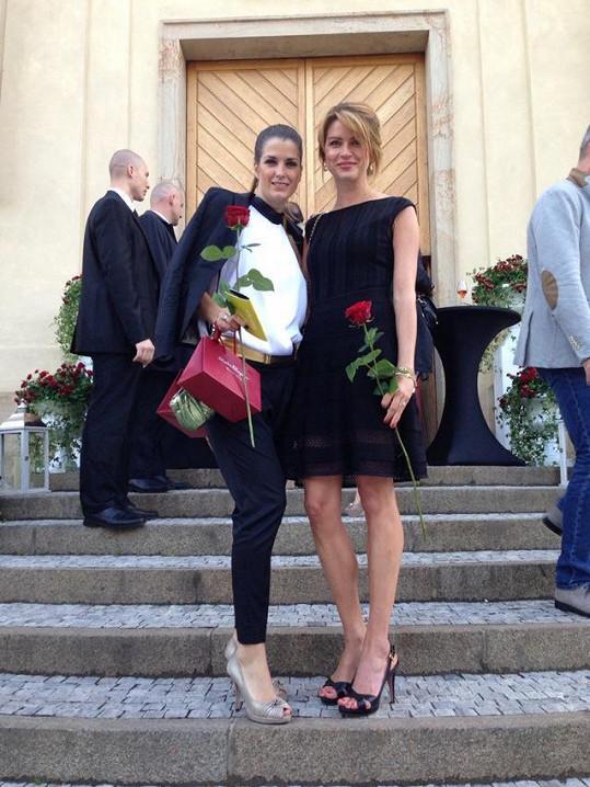 Gabriela s nejlepší kamarádkou Evou Jasanovskou, které před lety svědčila na svatbě s Michalem Dvořákem.