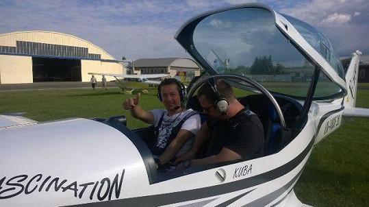 Petr s pilotem Leošem
