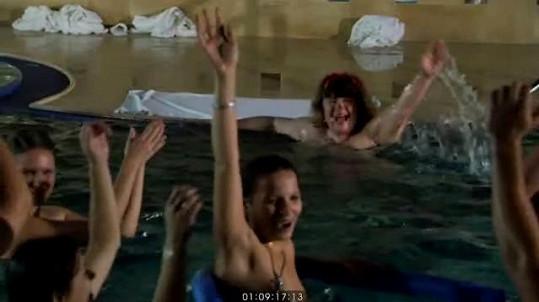 Ve filmu jsou nahé i mladší ženy.