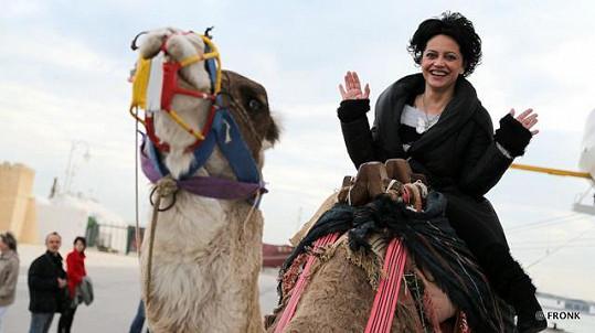 Lucie Bílá se v Tunisku svezla na velbloudu.