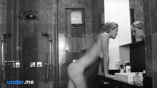 Pózovala i nahá.