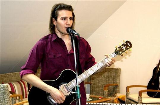 Na brněnském křtu Richarda Sachera zazpíval SuperStar Petr Ševčík.