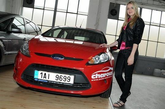 Gabriela Gunčíková u svého nového vozu.