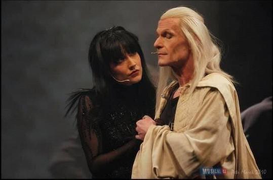 Michaela Zemánková s Vladimírem Markem v muzikálu Excalibur. Šťastnou cestu můj Merline a Ropušníku, Tvá Ropušnice Morgana, vzkázala do nebe herci.