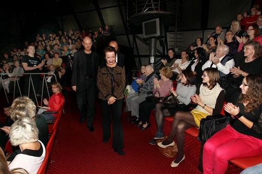 Hana Maciuchová na sebe poutala pozornost diváků před představením.