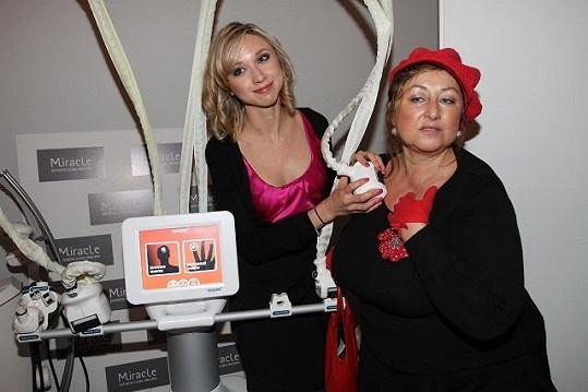 Halině majitelka salonu Anna Margarian předváděla omlazující přístroj.