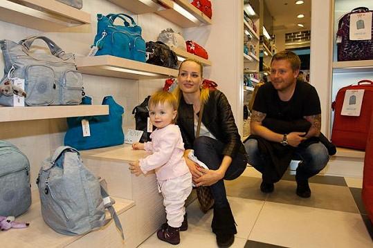 Markéta s dcerou a manželem Tomášem Fuxou.