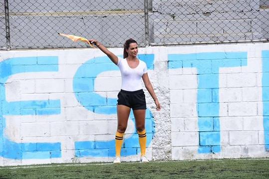 Denise Bueno působí jako brazilská pomezní rozhodčí.