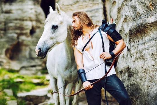 Bílý kůň vypadal tak nějak méně nebezpečně...