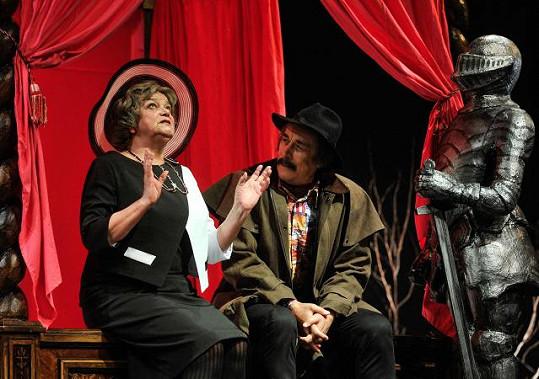 Michaela Lohniská a Ladislav Dušek v libereckém Divadle F.X. Šaldy při generální zkoušce komedie Alana Bennetta Lidi (2014)