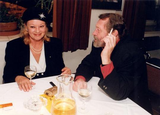 31 let byl životním partnerem Kamily Moučkové Jiří Zahajský, toho jí pak přebrala Jana Brejchová.