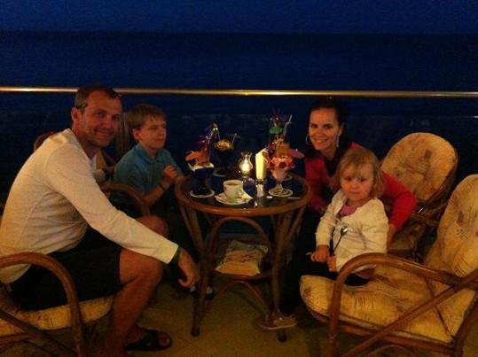 Rodinnou dovolenou v Řecku si užili.