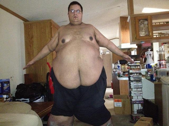 Jesse Shand obtěžoval svalovce sprostými nadávkami, ale nakonec mu právě oni pomohli s hubnutím.