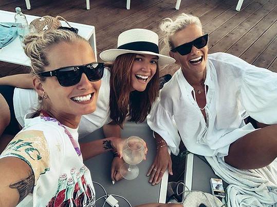 Modelky si v Chorvatsku užily dámskou jízdu.