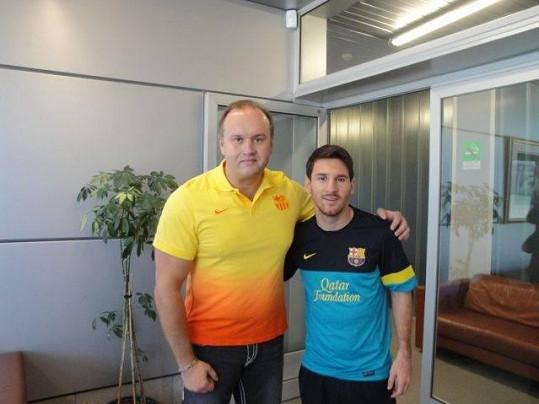 Marek Vít je manažerem v Barceloně. Zde se slavným Messim.