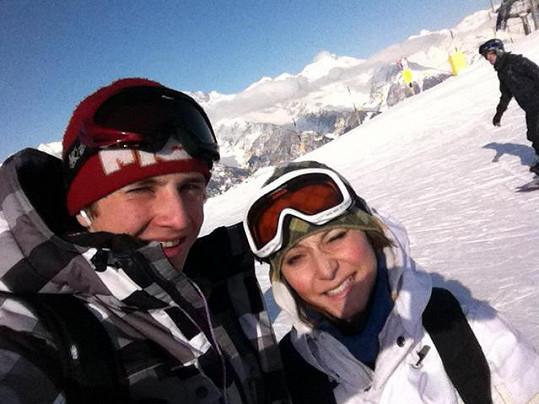 Jakub Štáfek s přítelkyní Magdou na svahu.