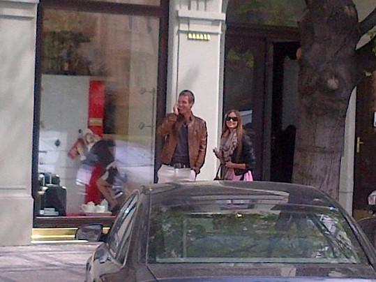 Tomáš Berdych se svojí Ester si užívají slunečného počasí.