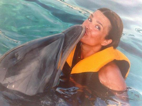 Mahulena Bočanová v delfináriu.