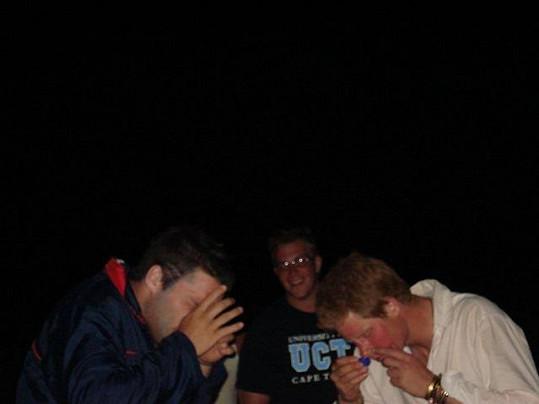 V Namibii s kamarády šňupal vodku.