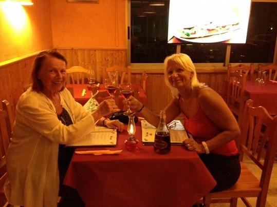 Iva s Ivanou si vychutnávaly španělská vína.