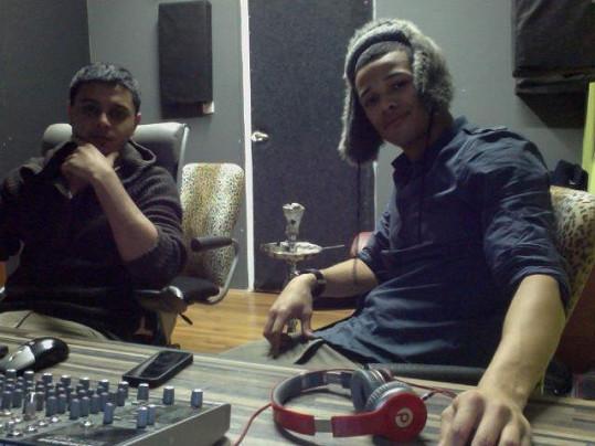 Většinu času teď tráví Ben ve studiu se svým producentem Basele Rickym, který za ním přijel z Ameriky.