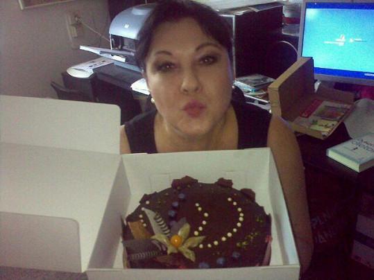 Dáda Patrasová a její narozeninový dort.