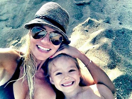 Dara Rolins s nadšenou dcerou Laurou