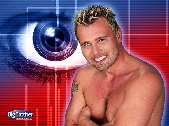Milan Pešek na plakátu k Big Brotheru z roku 2005