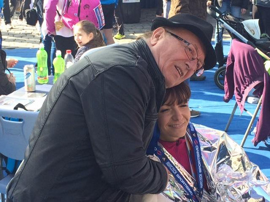 Fromtman Olympiku přišel svou manželku Alici osobně podpořit.