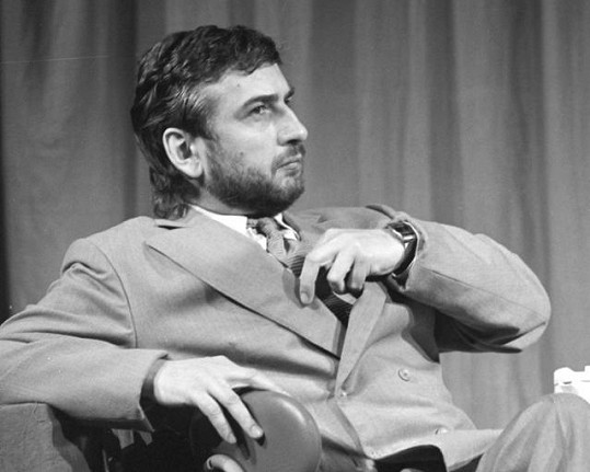 Miroslav Donutil v představení Divadla na provázku Koncert V. (1988). V divadle hrál 18 let.