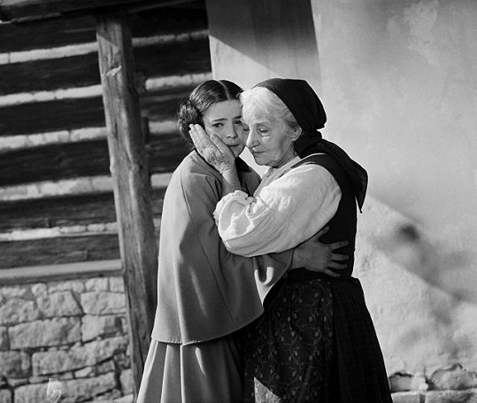 Libuše Šafránková ve filmu Babička. Na snímku s Jarmilou Kurandovou