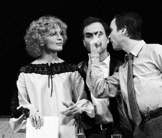 Regina Rázlová na prknech Stavovského divadla (za socialismu Tylovo divadlo) začátkem 80. let