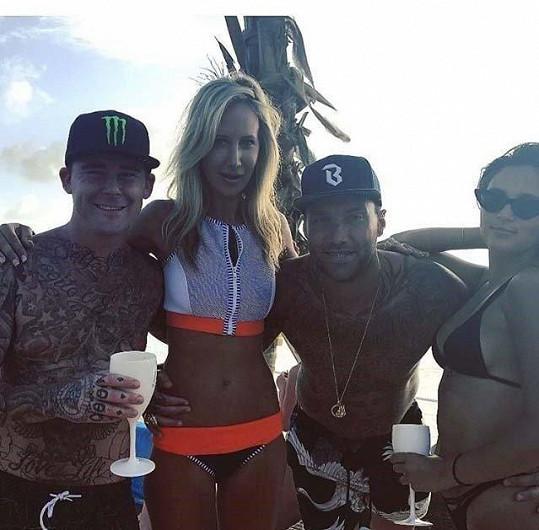 Victoria Hervey s přáteli na Barbadosu