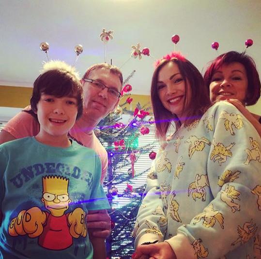 Kamila Nývltová s rodinou