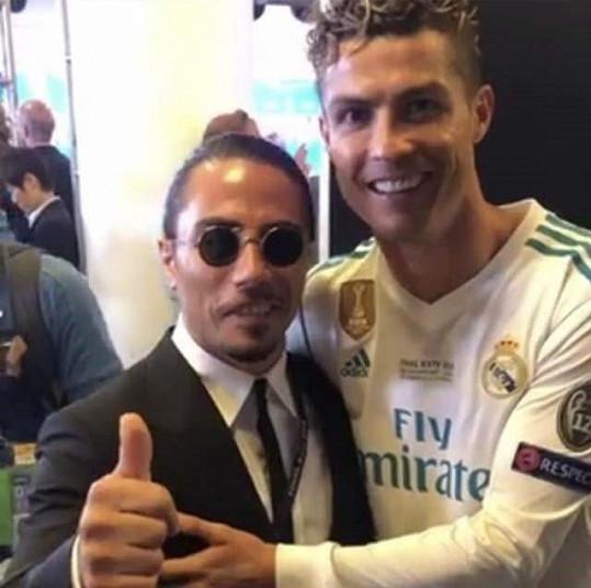Šéfkuchař s fotbalistou Ronaldem