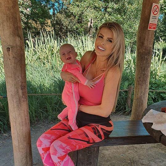 Lela je krásná maminka.