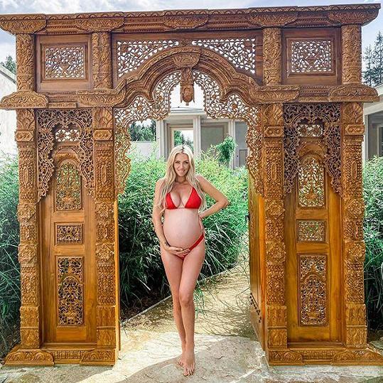 Modelka se pochlubila postavou v 9. měsíci těhotenství.