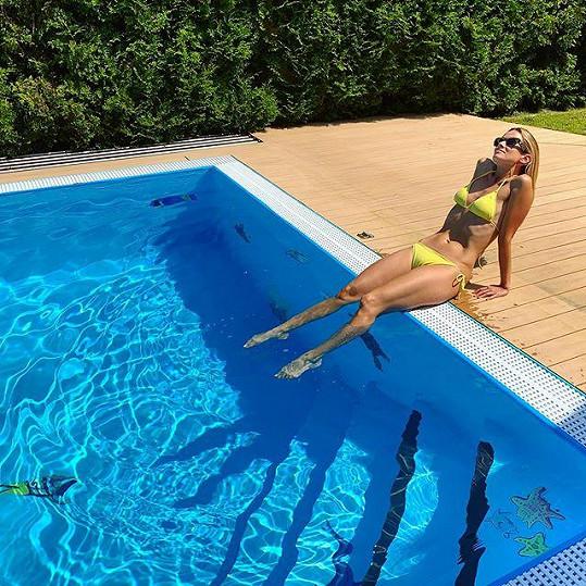 Dýdžejka Lucca předvedla svou figuru v plavkách.