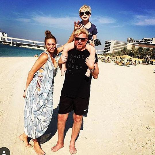Na pláži rodina tráví co nejvíc času jde. I novoroční přání bylo 'plážové'.